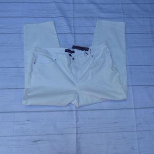Gloria Vanderbilt Jeans - NWT GLORIA VANDERBILT White Denim Classic Fit SZ22